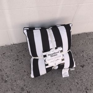 2 Indoor/Outdoor Black and White Pillows for Sale in Moreno Valley, CA