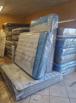 Queen mattress with boxspring for Sale in Irvine,  CA