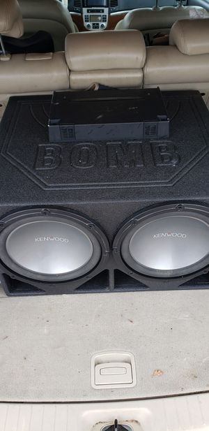 KENWOOD 12s and amp with double din for 300 for Sale in Lorain, OH