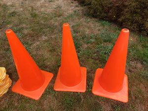 3 commercial 28inch traffic cones, 10 faded plastic, 100 new short cones for Sale in Edgewood, WA