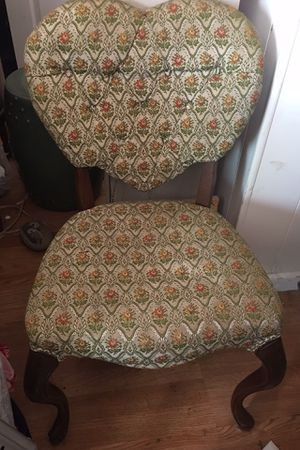 Sweet Antique Heart Back Chair Mahogany Queen Anne Legs. Very solid. Perfect Vintage Upholstery. for Sale in Torrance, CA