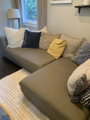 CB2 Uno 2-Piece Sectional Sofa (Large with Free Pillows) — Reduced Price!! for Sale in Playa del Rey, CA