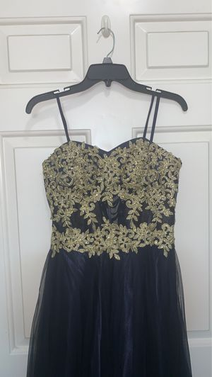 Prom dress size 9 wore for maybe 5 hrs for Sale in Temecula, CA