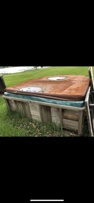 FREE HOT TUB for Sale in Mishawaka, IN