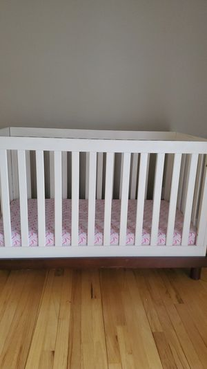 Crib and mattress for Sale in Chagrin Falls, OH
