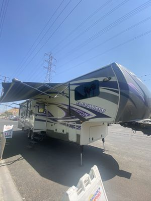 2015 Crossroads Elevation T34RM Toy Hauler for Sale in Colton, CA