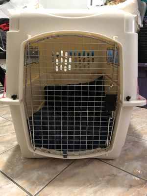 Dog travel crate size medium to large for Sale in Miami, FL
