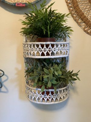Vintage White Wicker Plant Shelf for Sale in Issaquah, WA