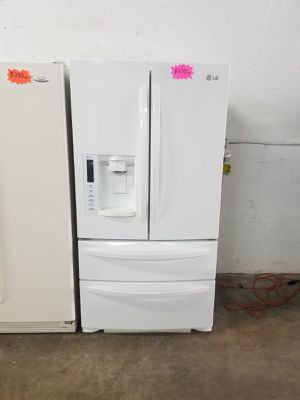 """LG REFRIGERATOR 36"""" Works great and warranty for 3 month Funcionando bien y garantía de 3 meses Delivery and installation available for Sale in Hialeah, FL"""