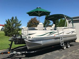 2006 Manitou Legacy Pontoon Boat and Trailer for Sale in Fresno, CA