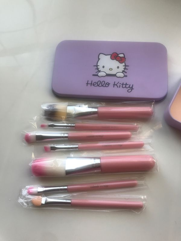 Hello kitty makeup brush set