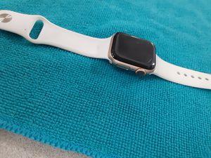 Apple watch series 4, 40mm GPS &cellular for Sale in San Antonio, TX