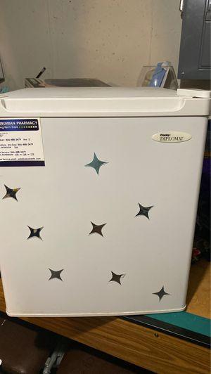 Danby Diplomat Medicine cabinet/refrigerator for Sale in Waterbury, CT