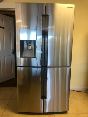 Samsung french doors 4 doors refrigerator for Sale in Phoenix, AZ