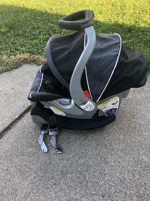 Baby car seat with the base for Sale in Garden City, MI