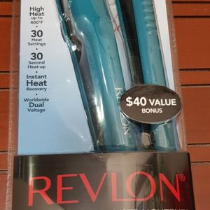 "Revlon Straightening Ceramic Flat Iron Set, 1"" & 1/2"" for Sale in Brooklyn, NY"
