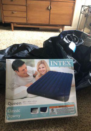 2 queen size air mattresses for Sale in Saint Paul, MN