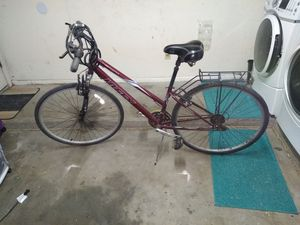 "Men's 28"" bike with basket rack for Sale in Mesa, AZ"