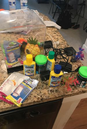 Fish tank, food, and water balance for Sale in Atlanta, GA
