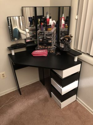 Makeup Vanity for Sale in Forest Heights, MD