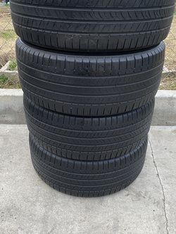 Set of 4 235/50/17 Michelin for Sale in Bakersfield,  CA