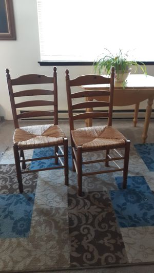 2 kitchen chairs, and table for Sale in Port Orchard, WA
