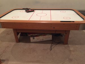 84Inch Air Hockey Table Up To 4 Players. Score Counter/ Plug In & Its Ready To Go. Great For The Whole Family! Pick Up Only Woodbridge, Virginia. Gra for Sale in Dumfries, VA