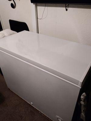 Congelador en buenas codicione for Sale in Kissimmee, FL