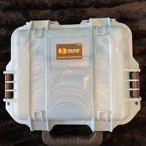 Pelican Storm Small Case for Sale in Agawam, MA