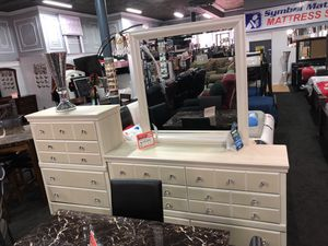 Beautiful dresser/mirror/chest for Sale in Cleveland, OH