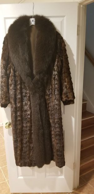 Ladies Full length Mahogany Mink Coat with Fox Collar only worn once for Sale in UPR MARLBORO, MD