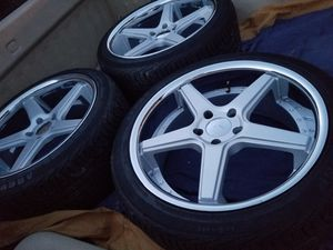 20s Like new bolt pattern 5x120 staggered for Sale in Dinuba, CA