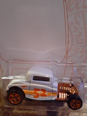 1932 OLD SCHOOL FORD WHITE ON WHITE WITH BRONZE COLOR MOTOR AND WHEELS BY HOTWHEELS for Sale in San Diego, CA