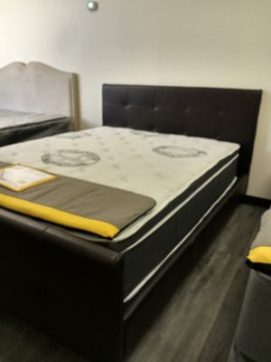 Queen bed ONLY for Sale in Glendale, AZ