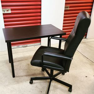 Desk w Chair for Sale in Bladensburg, MD