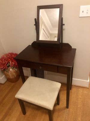 Crown Mark Vanity + Padded Seat for Sale in Seattle, WA