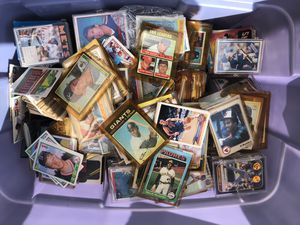 Large bucket of 1970,s 80,s baseball cards 100,s of cards 1st come 1st serve for Sale in Fort Lauderdale, FL
