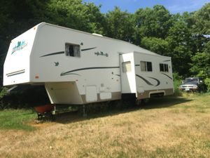 2004 36' Wilderness Fleetwood RV- Fifth Wheel*Excellent Condition-Very Well Maintained* for Sale in St. Cloud, MN