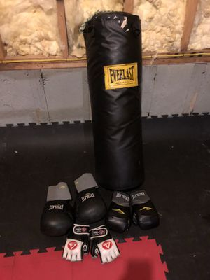 Boxing bag with 2 pairs of boxing gloves and pair of mma gloves for Sale in Ballwin, MO