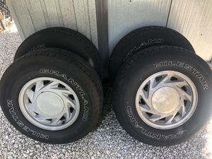 Tires and rims ford econoline E-150 2001 for Sale in Miami, FL
