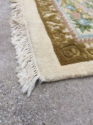 11.5' x 8.5' Wool Area Rug for Sale in Goose Creek, SC