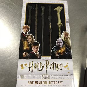 Harry Potter Five Wand Collector Set & Invisibility Cloak for Sale in Orlando, FL