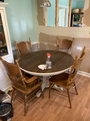 Kitchen/Dining Table with 4 Chairs for Sale in Charlotte, NC