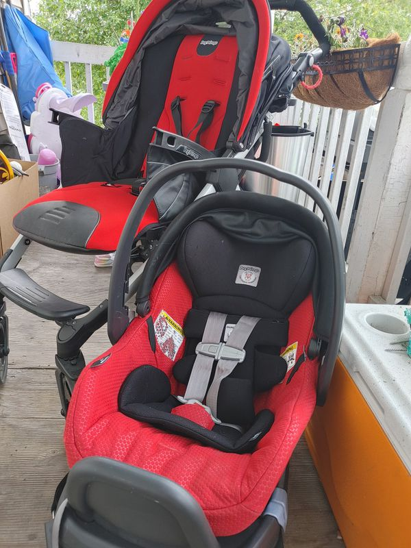 Peg Perago stroller and matching car seat and base