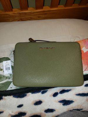 Michael Kors Crossbody for Sale in MD CITY, MD
