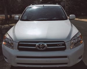 WELL MAINTAINED TOYOTA 2006 - NEW TIERS HEATED SEATS! for Sale in Rockford, IL