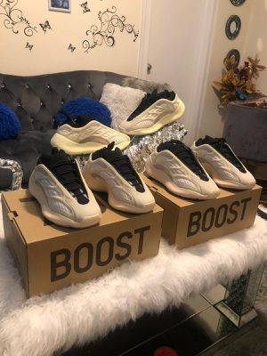 Yeezy 700 3v for Sale in Trenton, NJ