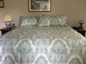 Beautiful 4 Piece King Comforter Set for Sale in Vancouver, WA