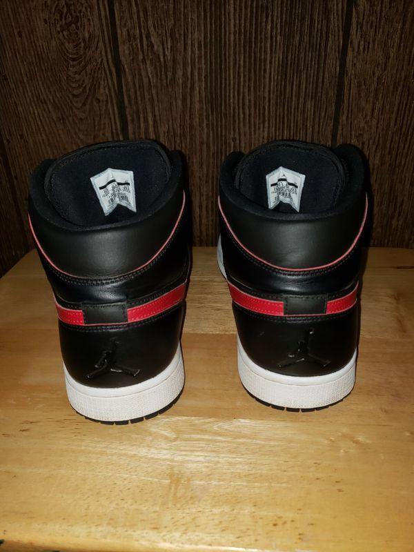 Air Jordan 1 Retro Mid 'Black Team Red'