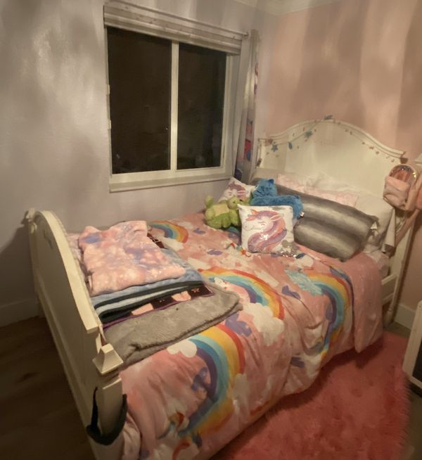 Pier One Full Bed with Trundle
